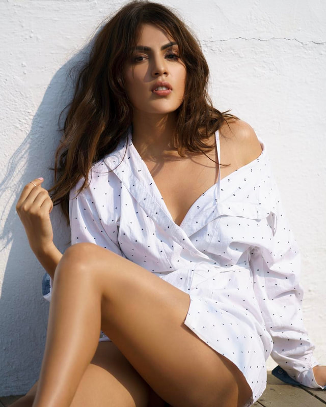 Rhea Chakraborty Pictures3